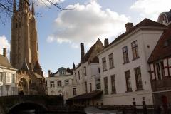 Средновековни кули пробиват облаците