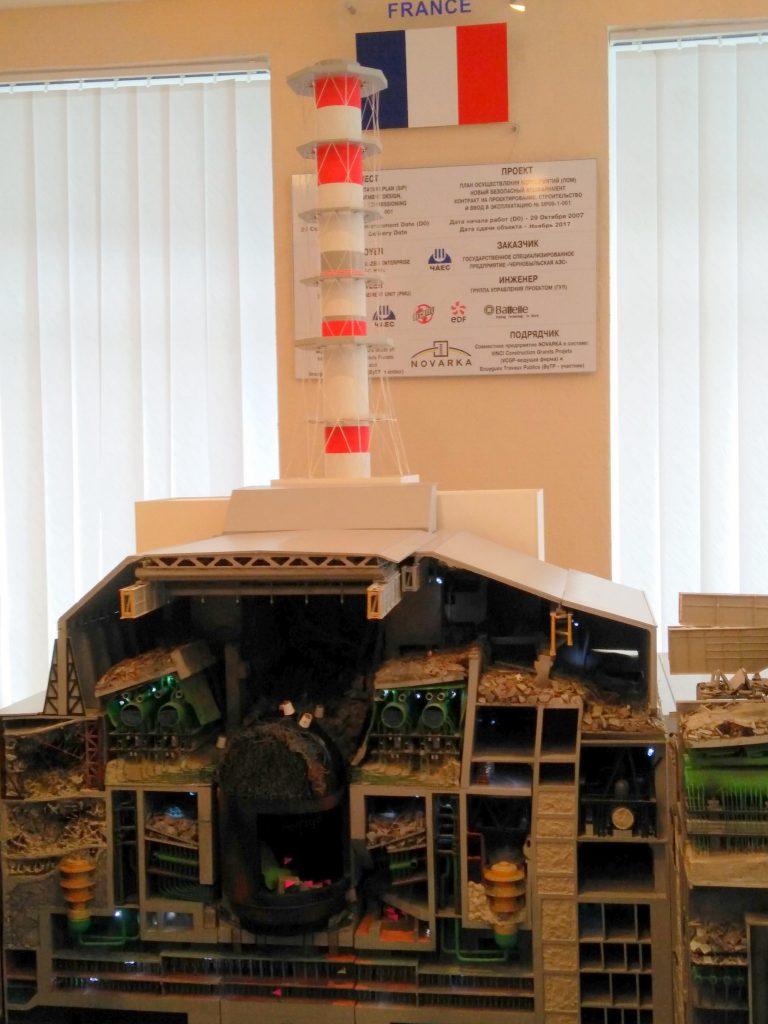 Макет на взривилият се реактор