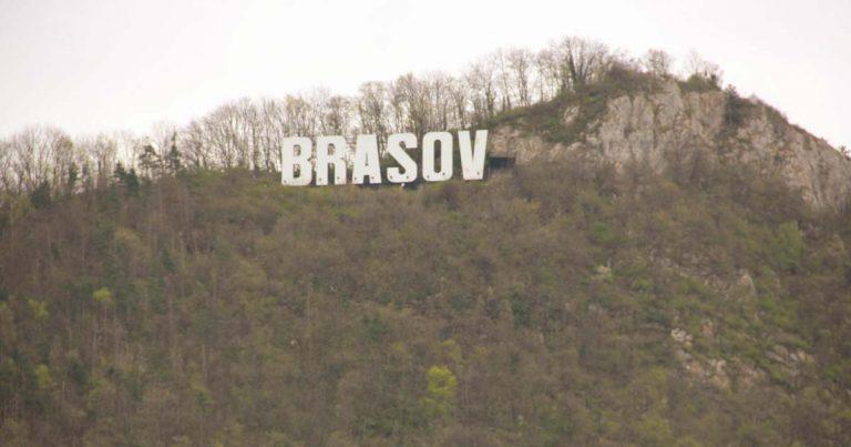 Холивудски надпис над Брашов