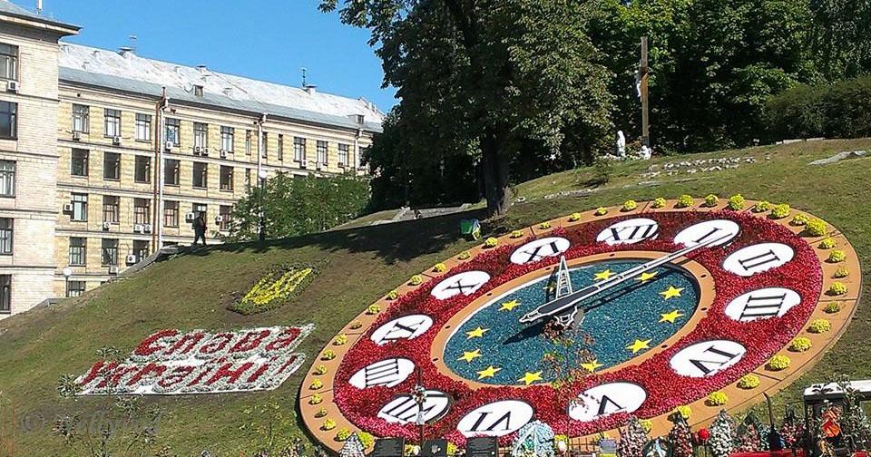 Цветният часовник до площад Незалежност