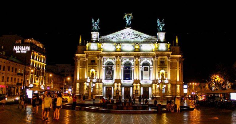 Лвивската опера нощем