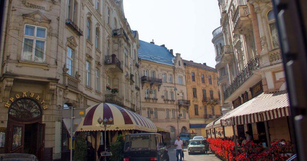 Уличка в стария град в Лвив