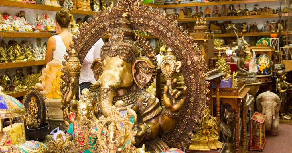Ганеша е централен във всеки индийски магазин