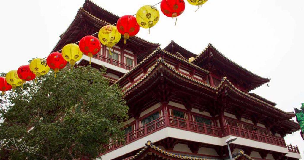 Храмът на стоте буди