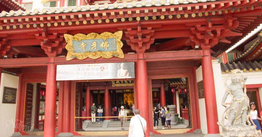 Входът към храма на стоте буди