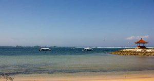 Пясък, лодки, море и ...