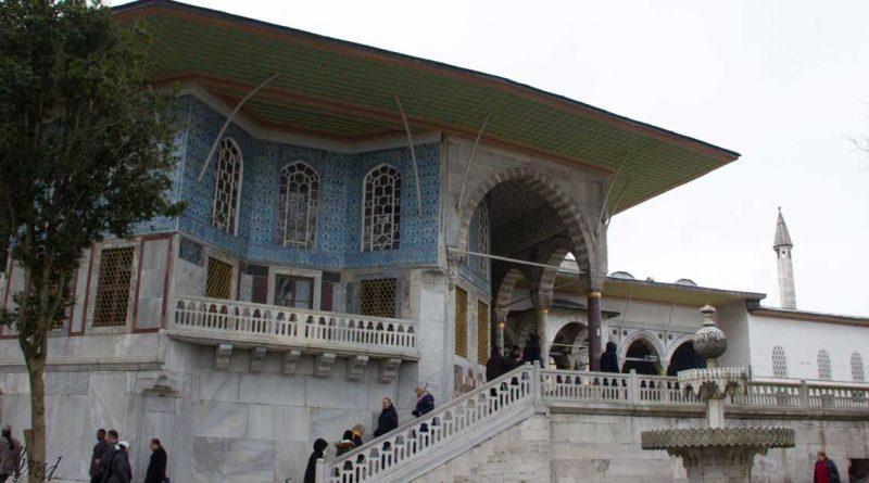Към Багдатски дворец
