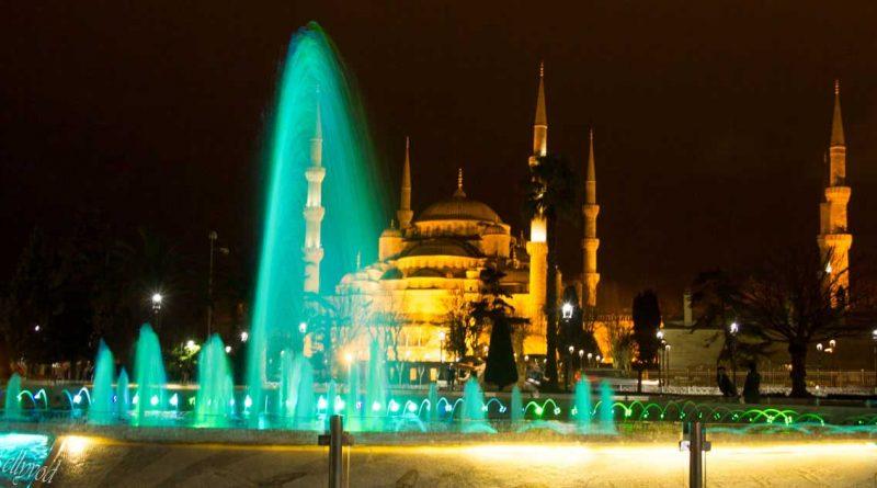 Нощен поглед към Синята джамия