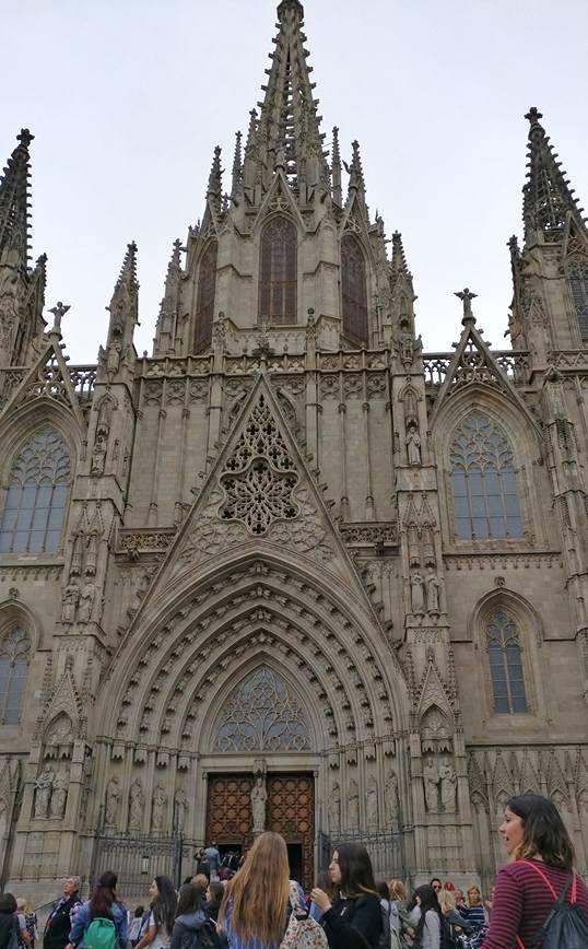 Готическата катедраланаграда,известнакатоLaSeu.Строежът на храма започва през13-ти век, ностроителството продължава до началото на 20 век. Цялото име на катедралата е - Catedral de la Santa Creu i Santa Eulalia.