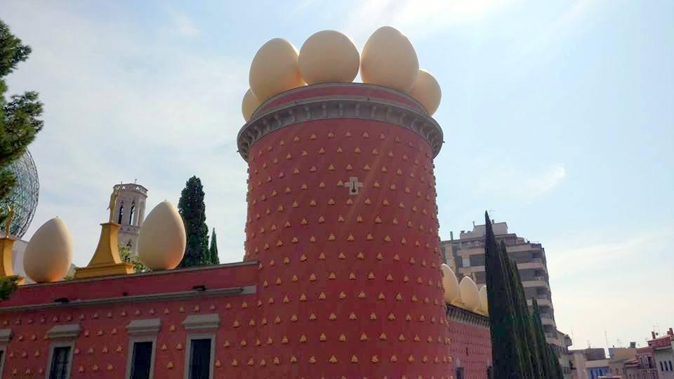 """Театъра музей """"Гала-Салвадор Дали"""" във Фигарес, Каталуния"""