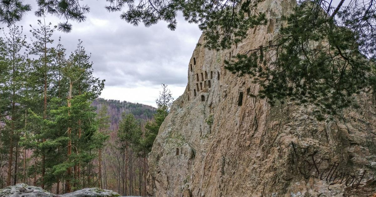 """Тракийското скално светилище """"Орлови скали"""" в Родопите"""