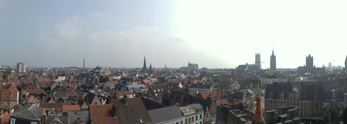 Панорамна снимка от кулите на замъка