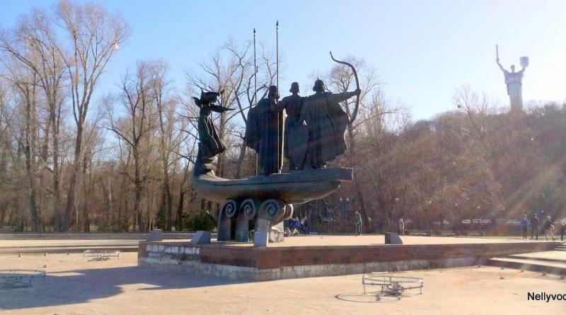 Паметник на основателите до Днепър