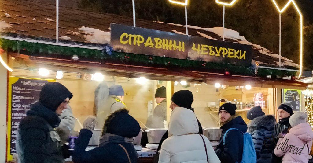 Коледен базар в квартал Подол Справжни чебуреки