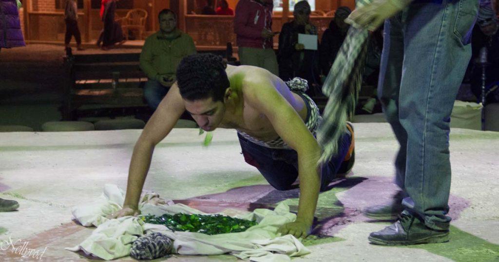 Йога в Египет - стъкла и пирони