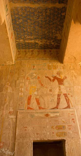 Анубис и даровете на Тутмос III