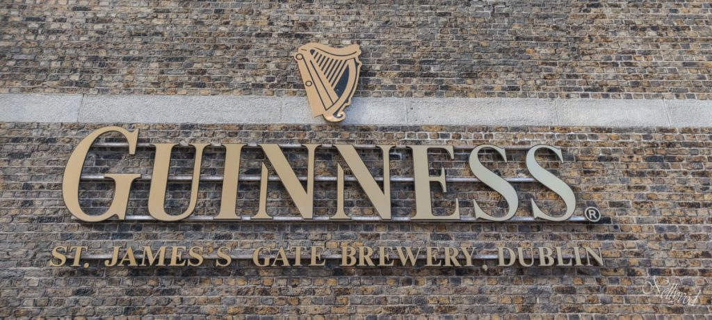 Входът на  Guinness Storehouse